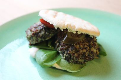 Quinoa burger met jalapeño pepers